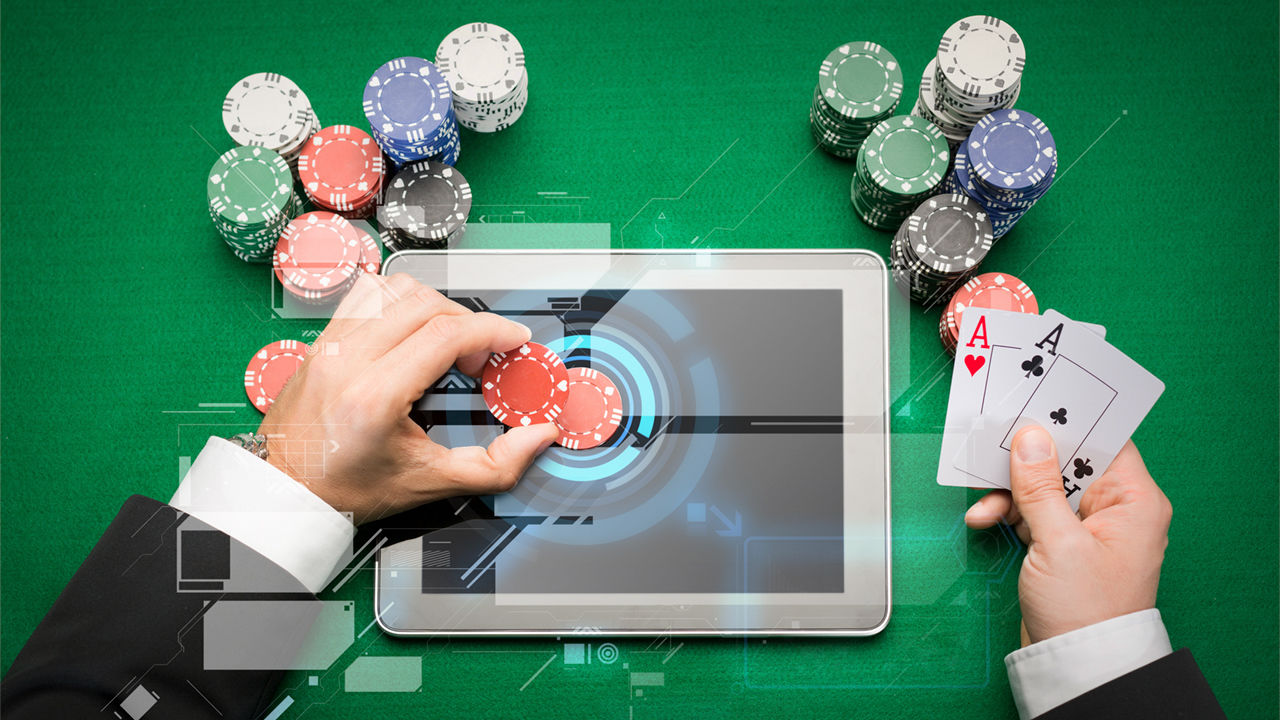 Switch A Specialist Playing With Poker Online Game - Gambling